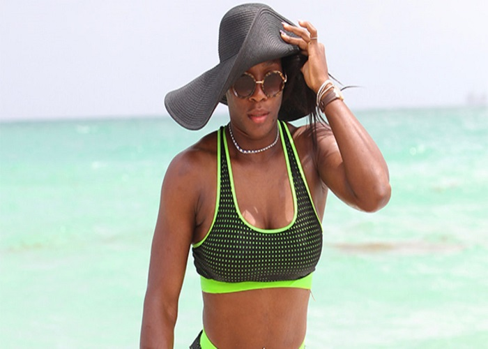 Serena Williams Shows Off Toned Legs & Butt In White ...