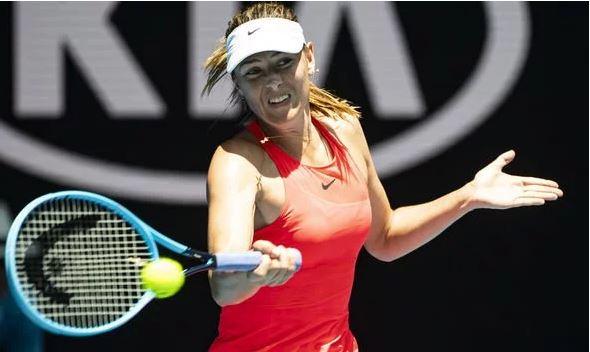 Maria Sharapova plays