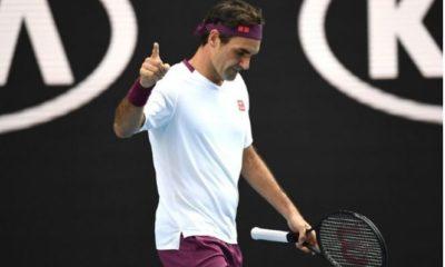 Roger Federer finger
