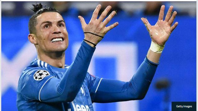 Cristiano Ronaldo hands up