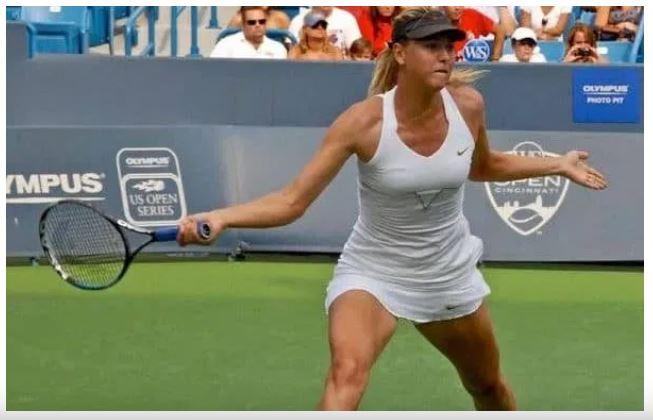 Maria sharapova on court
