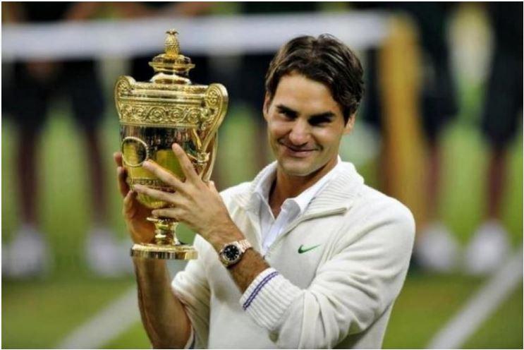 Roger Federer holding