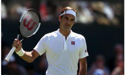 Roger Federer reacting