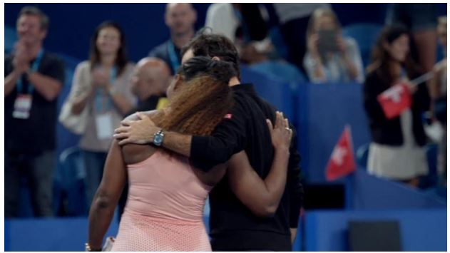 Serena Williams hug Roger Federer