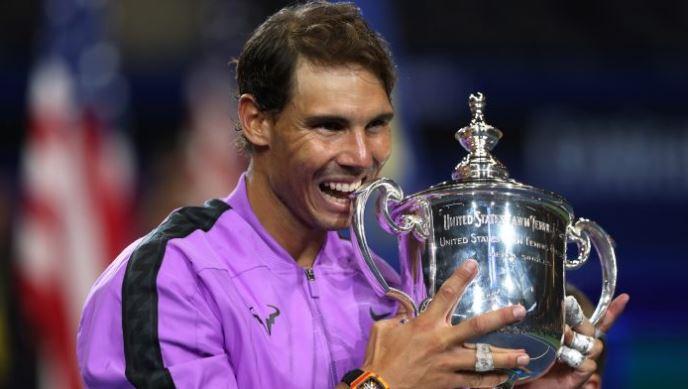 Rafael Nadal and Andy Murray greet