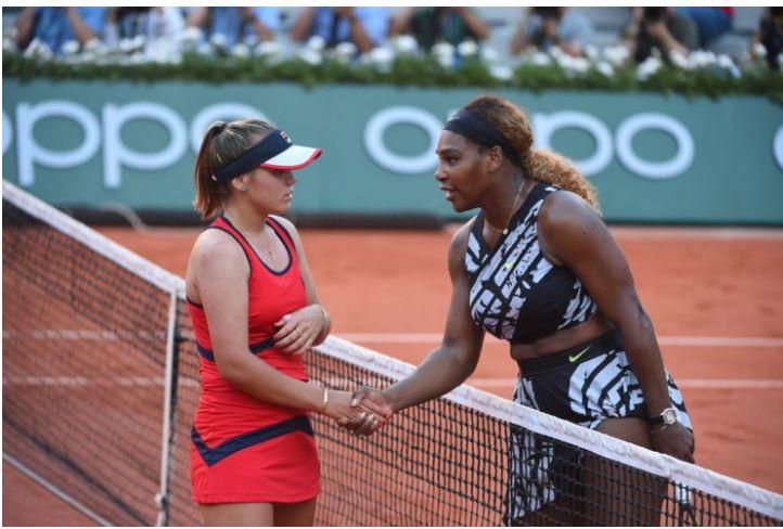 Serena Williams and sofia kenin shake
