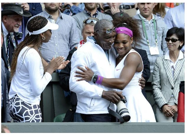 Serena Williams hold dad