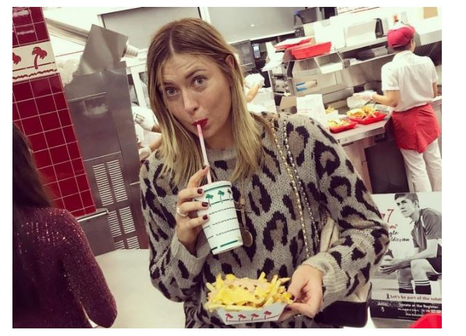 Maria Sharapova drink with chips
