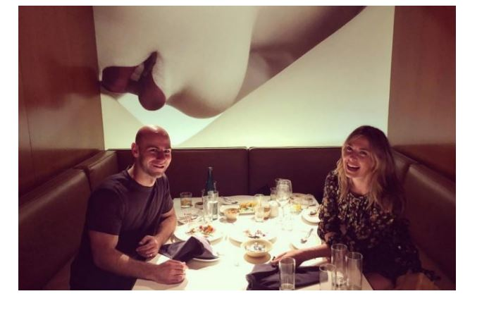 Maria Sharapova drink with friend