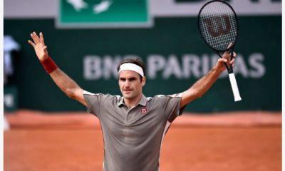 Roger Federer greet all fans