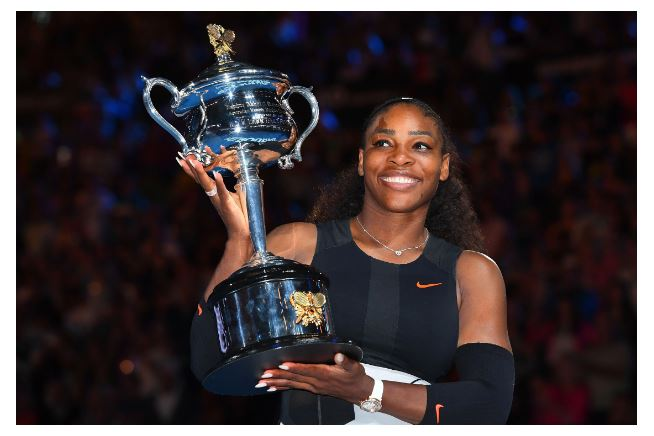Serena Williams lift trophy