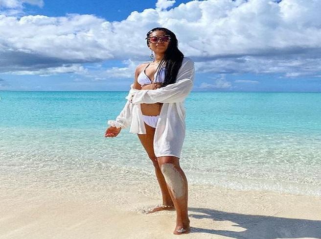 Naomi Osaka at beach