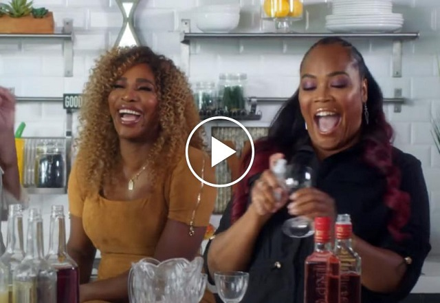 Serena Williams plays song