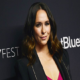 Jennifer Love Hewitt looks exquisite as she dyes her hair hot pink _see photoes