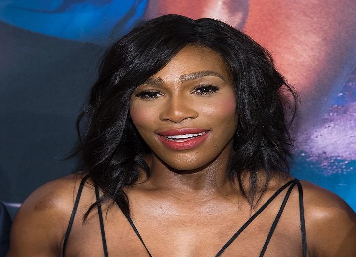 Serena Williams exposes lacy bra
