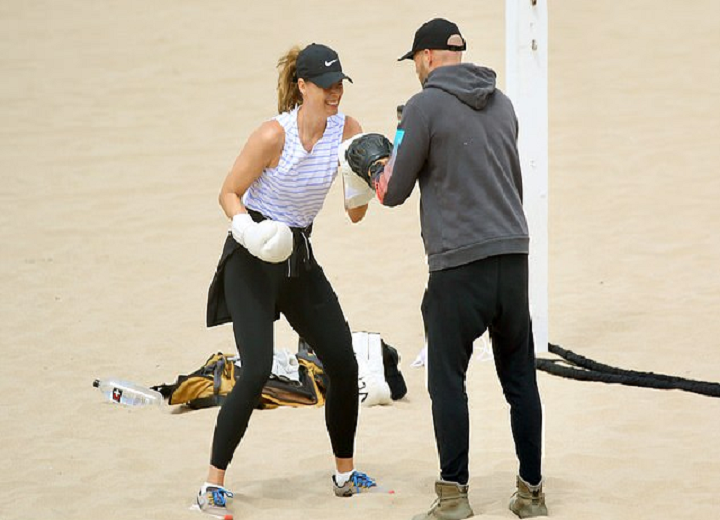 maria boxes with her trainer