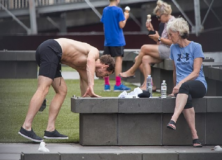 Andy Murray shirtless as he relaxes in the sun with his mother photo