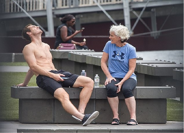 Andy Murray shirtless as he relaxes in the sun with his mother