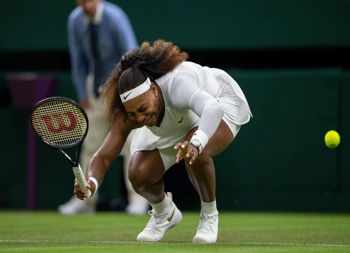 Serena Williams in tears as she retires with injury after just six games