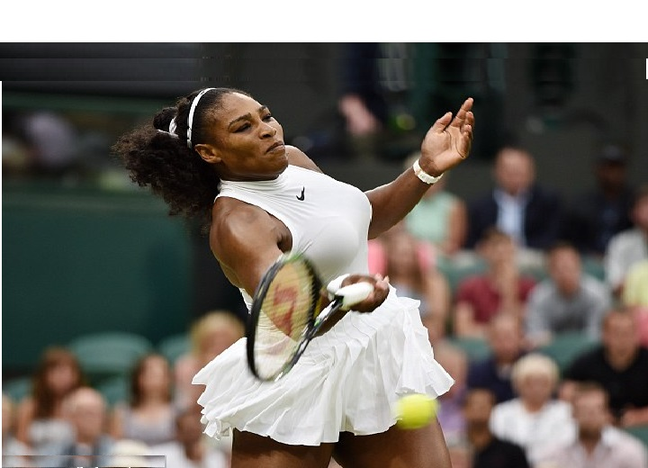 Serena Williams play as the drizzle fell